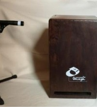 [How to Mic-Up a Leiva Omeya Bass Studio Cajon Using One Dynamic Microphone at the Front]